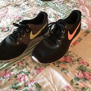 Like new Nike tennis shoes